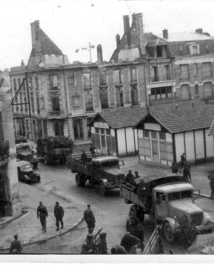 Départ des troupes allemandes. Rethel, place de la République (coll. Marcy)